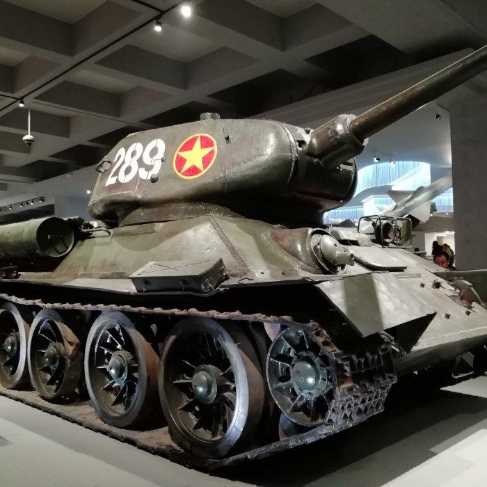 现代商用车 盛图H5 141马力 3.82米排半仓栅式轻卡(CHM5042CCYGDC33V)